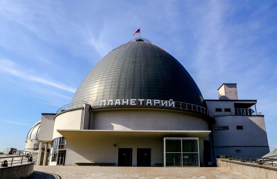 М.И. Панасюк читает лекцию в Московском планетарии 1 марта