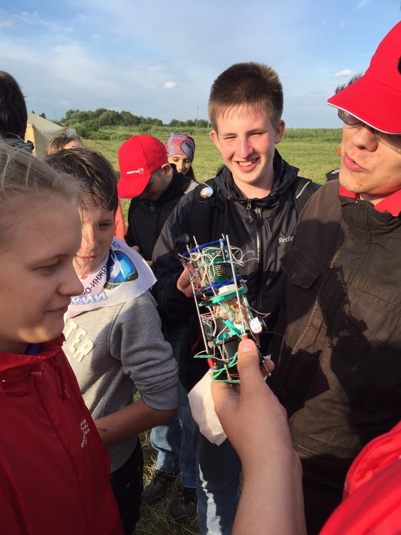 Участники школы готовятся к запуску своих спутников