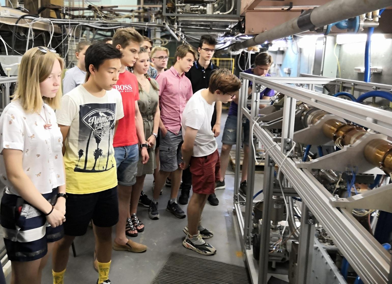 Две школьных экскурсии в лаборатории НИИЯФ МГУ