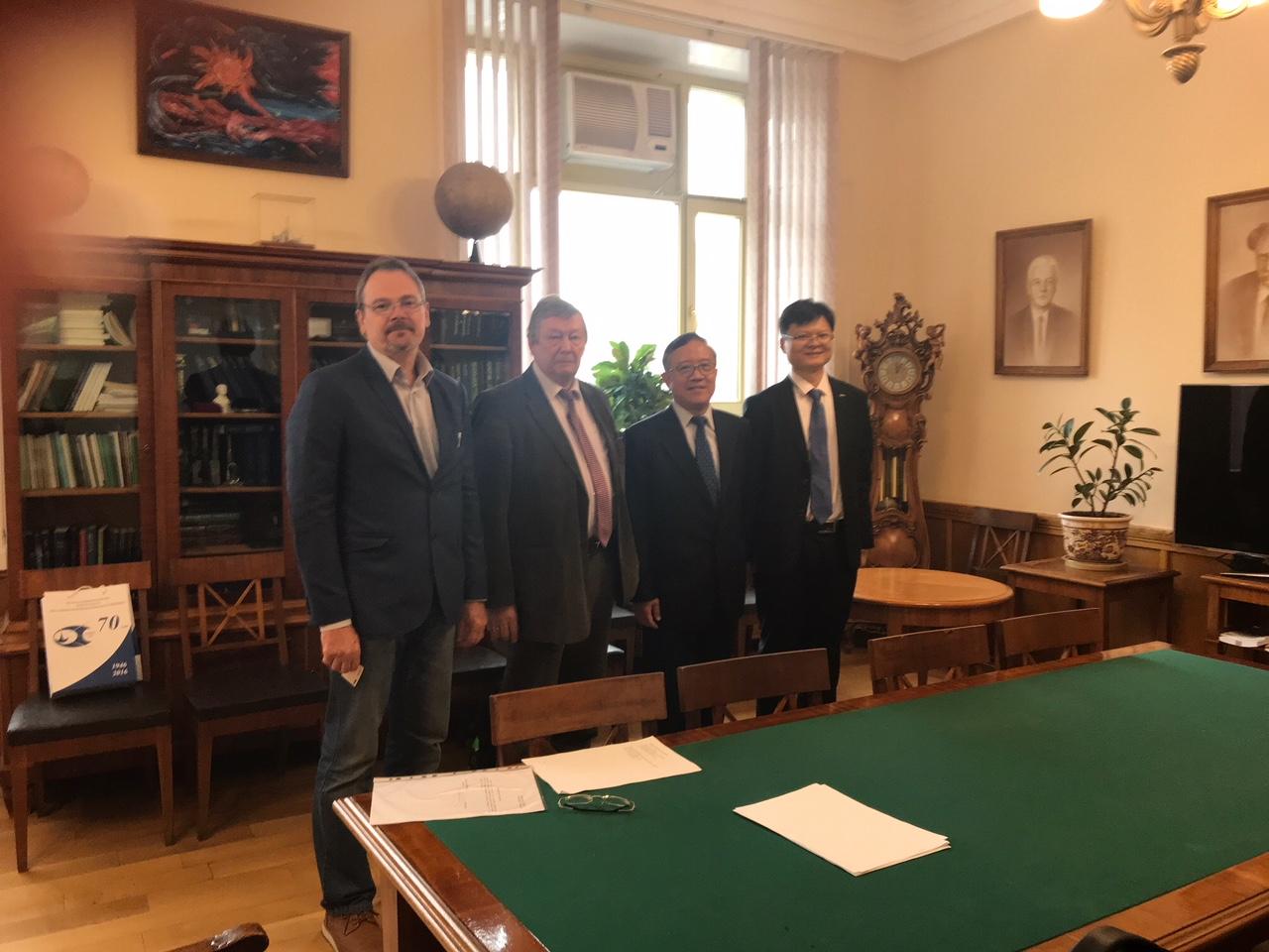 Калегаев В.В. и Панасюк М.И. с гостями из Китая