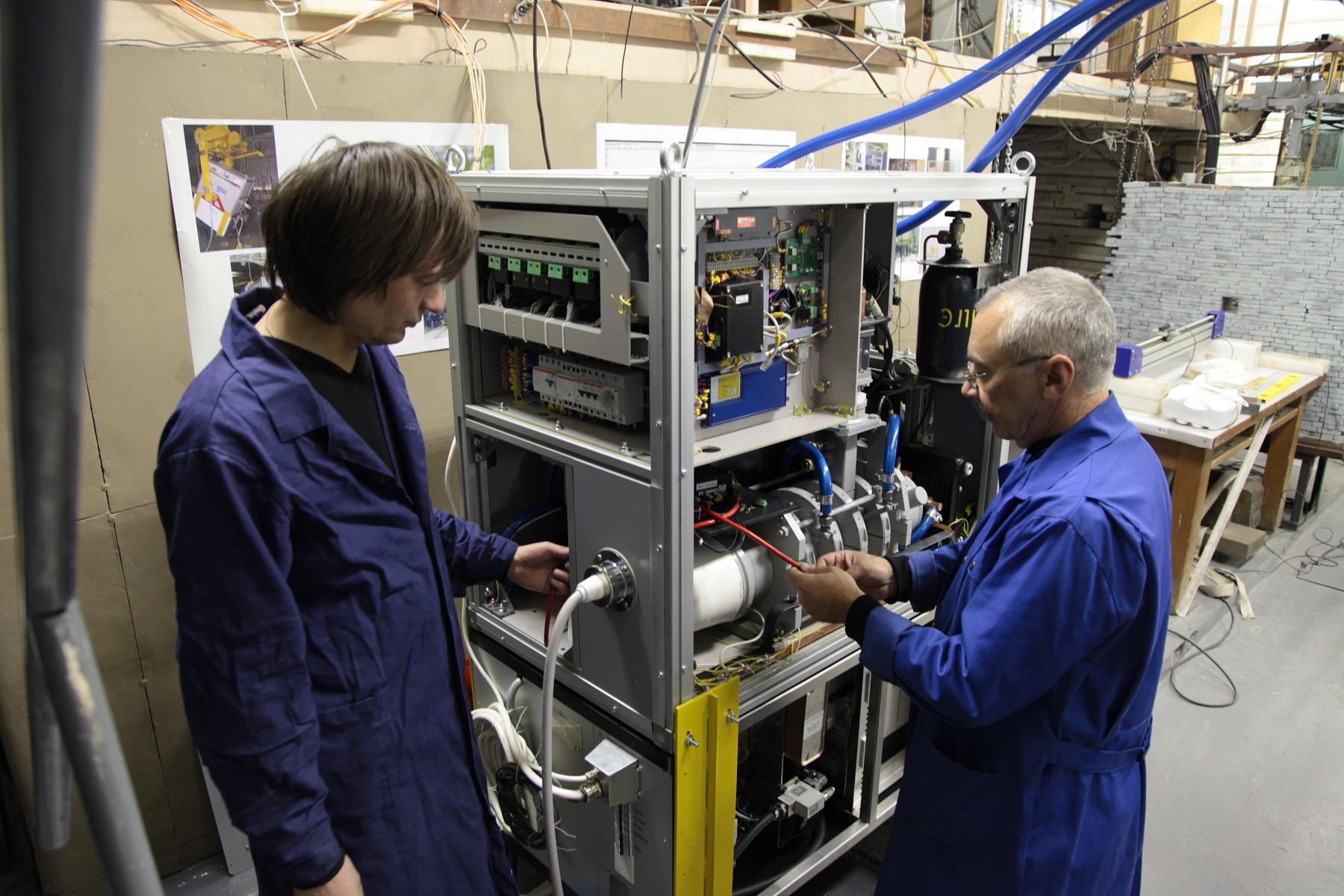 Ускоритель электронов для радиационной дефектоскопии. Фото: Олег Баринов